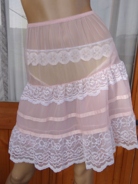 AUTHENTIC VINTAGE 1950'S DOUBLE LAYERED SEE THRU NYLON & LACE PETTICOAT  SIZE:- SMALL